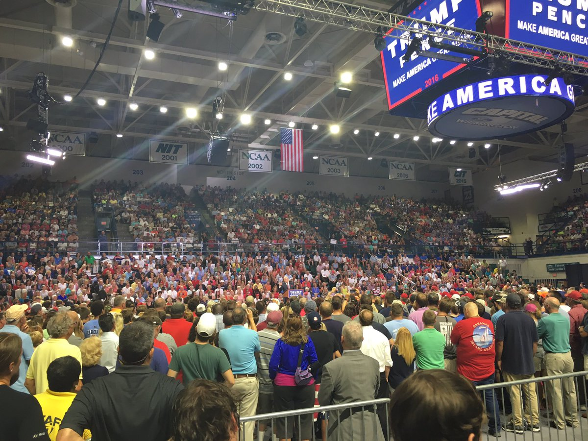 Full house as Giuliani speaks. #TrumpILM