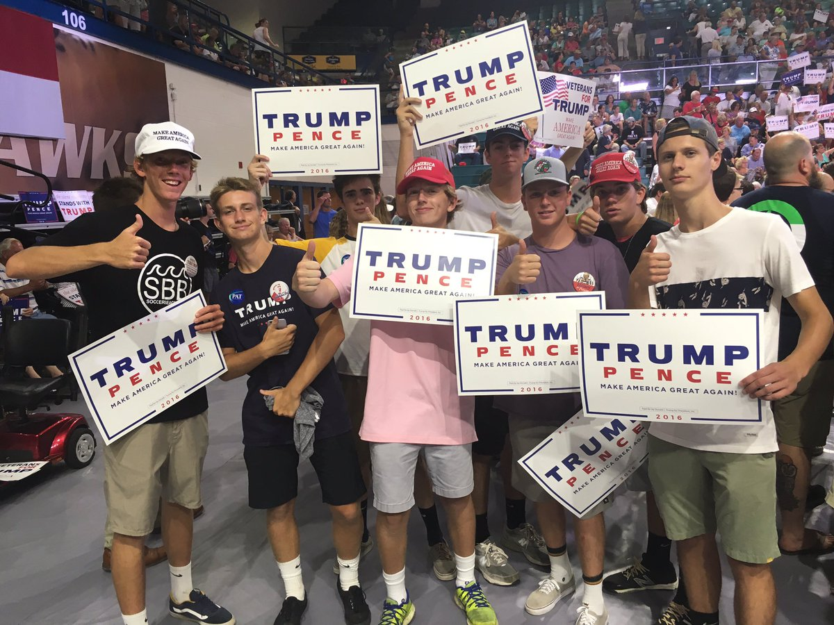 Group of #TrumpILM supporters.