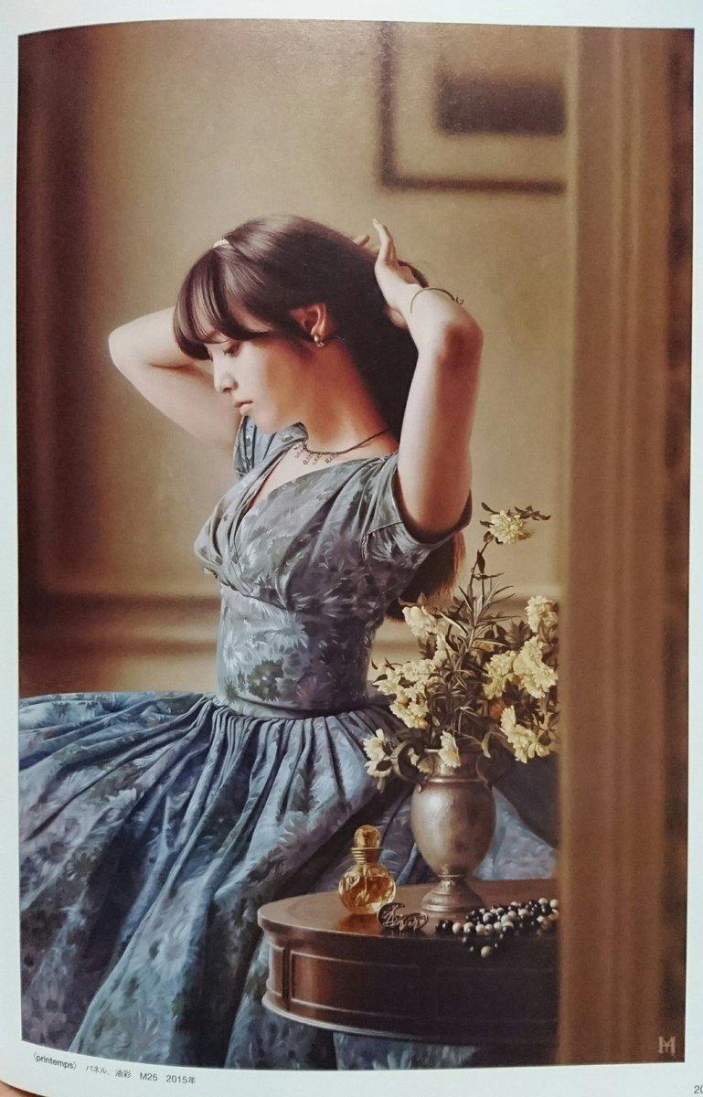 昨日何気に本屋さんに立ち寄ってチラ見した本に衝撃。 まるで写真かと見紛うほどリアルでとても精緻な美しい女性の油彩画! 山本大貴さんという現代画家の作品で、恥ずかしながら知らなかった… 1,2枚目 大正期辺りのお嬢様って風で素敵だ。