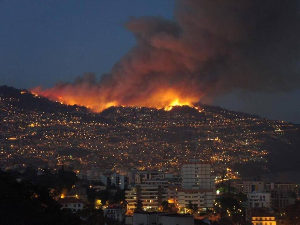 Funchal city on Madeira Island is burning including down town and historical monuments! Cpcnic7WAAI2wy-