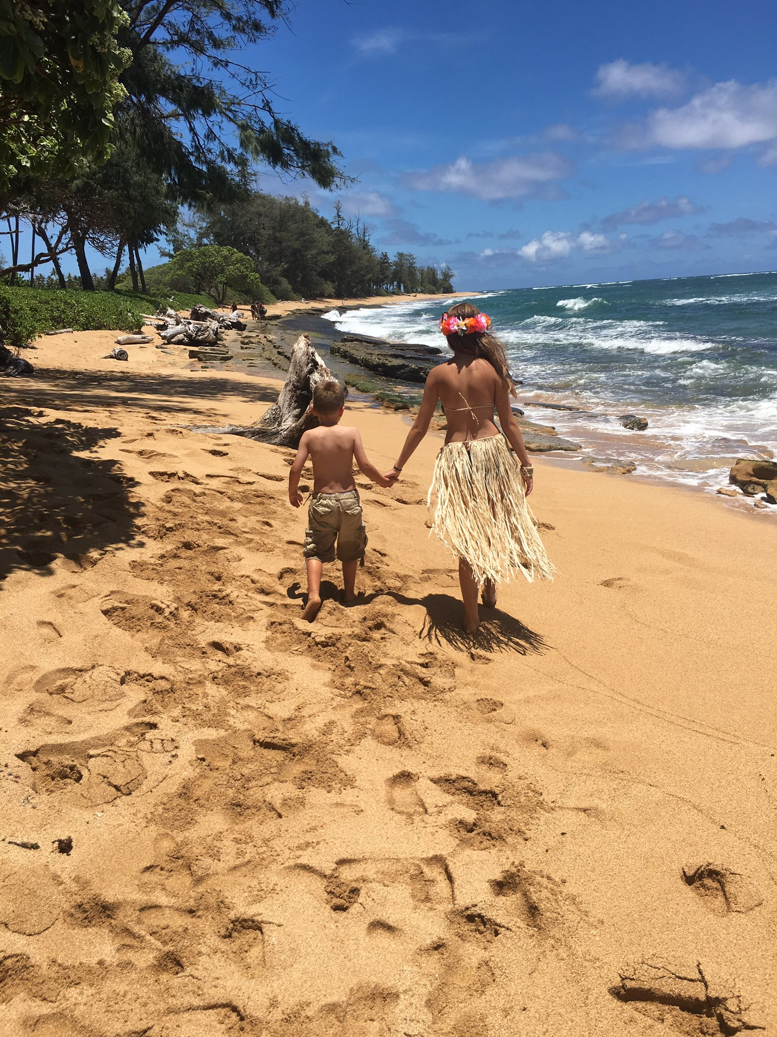 @CoriOrlando1 checking in from Hawaii! #gafe4littles 😊🌸 https://t.co/M2wKMGpX4R