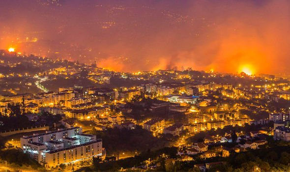 BREAKING: Horror wildfires break out in Portuguese tourist hotspot #Madeira #PrayForPortugal https://t.co/rhSrd9ydoi