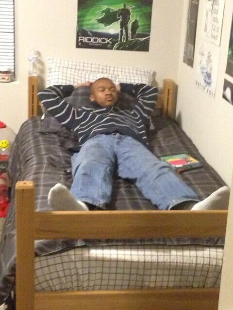 Throwback to how my roommate used to sleep my sophomore year https://t.co/ZP237KqiNn