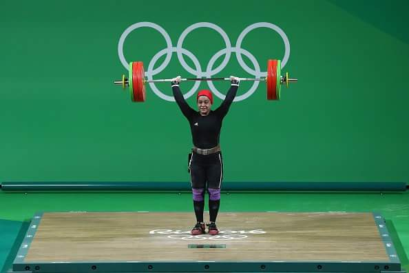 18-year-old Muslim woman named Sarah Ahmed just won Egypt's first medal in 2016 Olympics for weightlifting #BadAss https://t.co/faQ4jGqa73