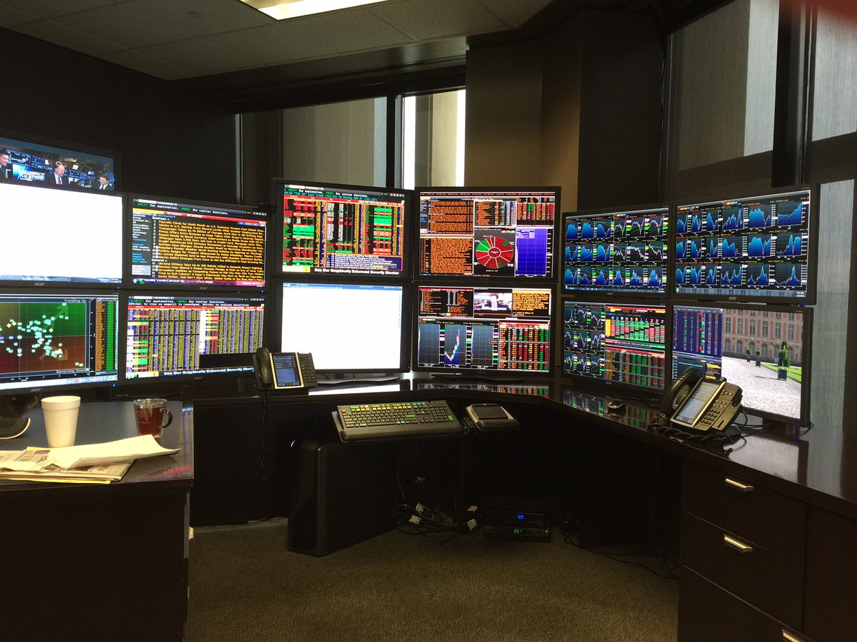 Be. Jealous. Charles Doraine has 12, *TWELVE*, Bloomberg @TheTerminal screens! @CoryTV @queenofchartz https://t.co/QK4bfQXXYI
