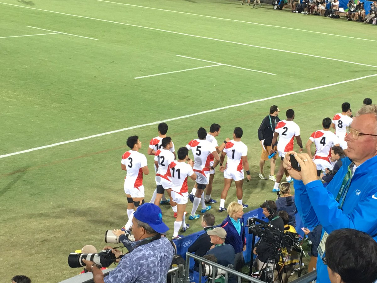 I'm sure there will be bright future for this tremendous team! Well done! 彼らの後ろ姿を見て、益々将来に期待したいです。#jpn  #rio2016 https://t.co/Ju6ekaoXQd