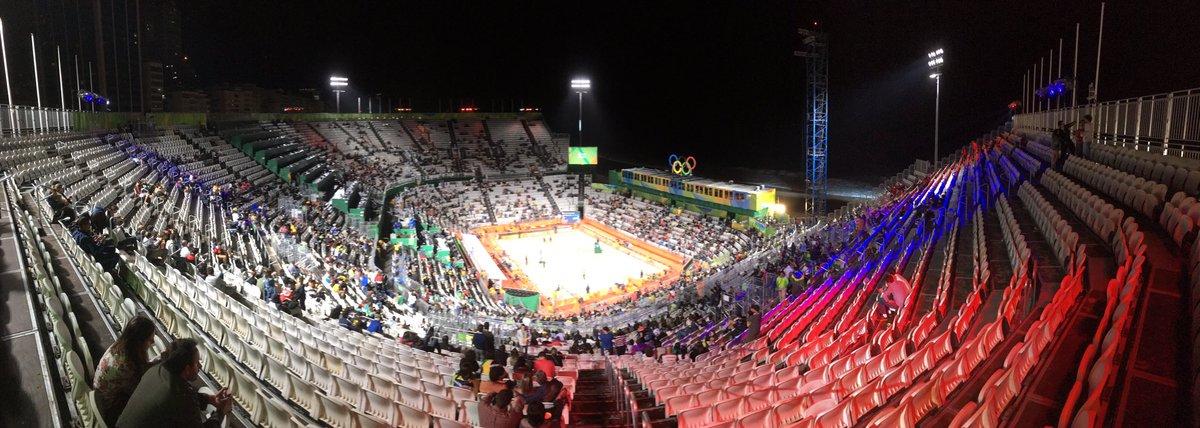 Quand on t'offre des billets pour le beach-volley ! #PraiaDeCopacabana #Rio2016pic.twitter.com/Ut73LgPibW