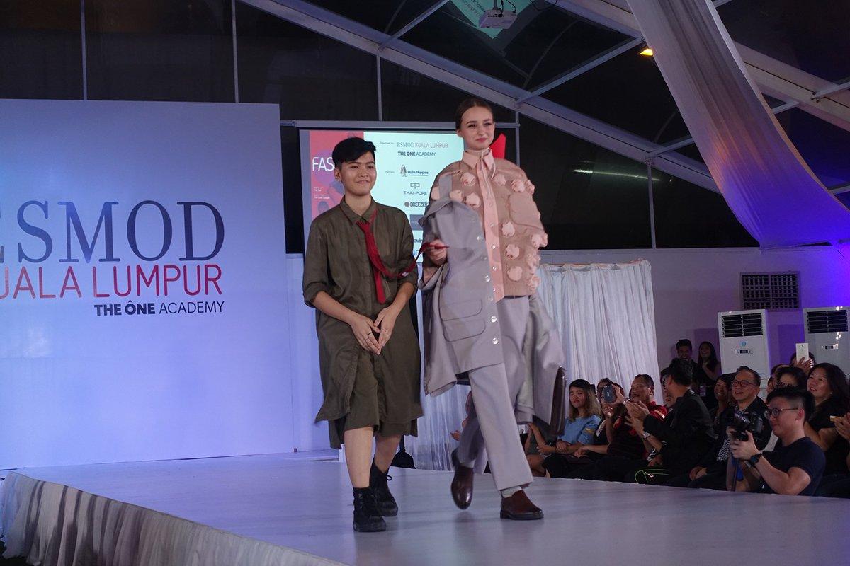 Esmod Paris On Twitter Esmod Kuala Lumpur Graduation Fashion Show 2016 Https T Co 9ipfutesx2 Streething