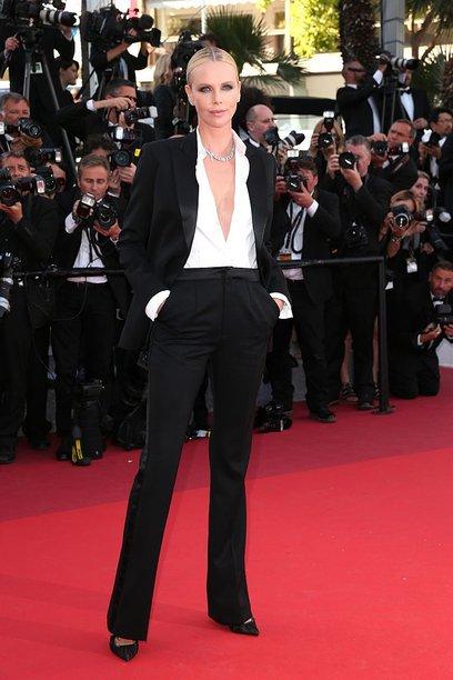 カンヌで女性のドレスコードへの抗議としてシャーリーズ・セロンがタキシードを着てたんですけど、すっごいカッコいいんですこれが