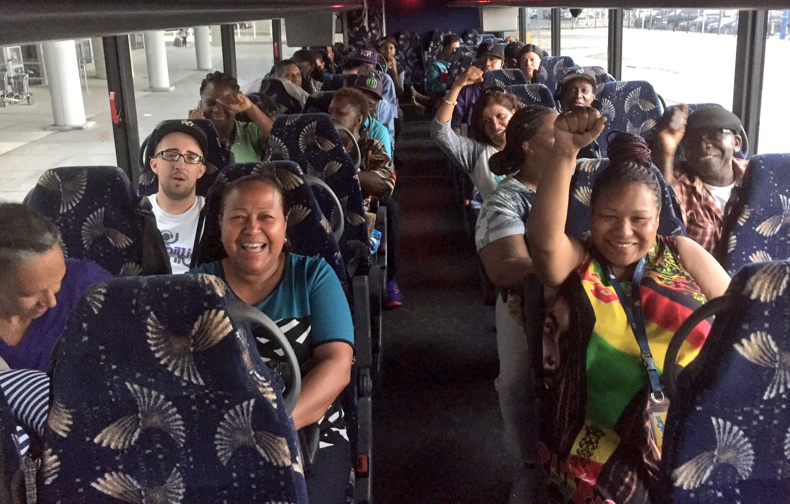 New York is rolling deep. Airport workers from JFK are on their way to the #FightFor15 National Convention! ✊✊✊✊✊ https://t.co/xucbCdCzRu