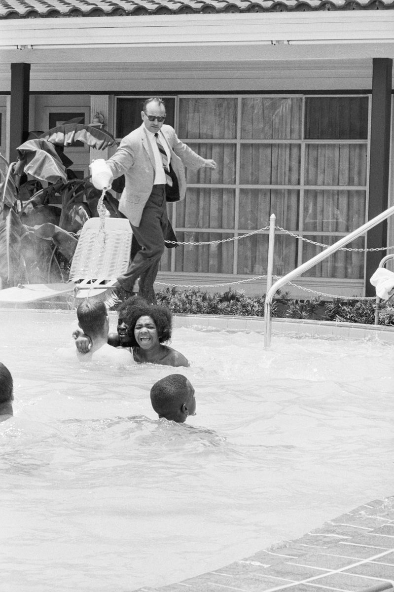 Here's a white motel manager dumping acid on black swimmers who refused to leave a pool in 1964. #SimoneManuel https://t.co/n0UXjkbCSa