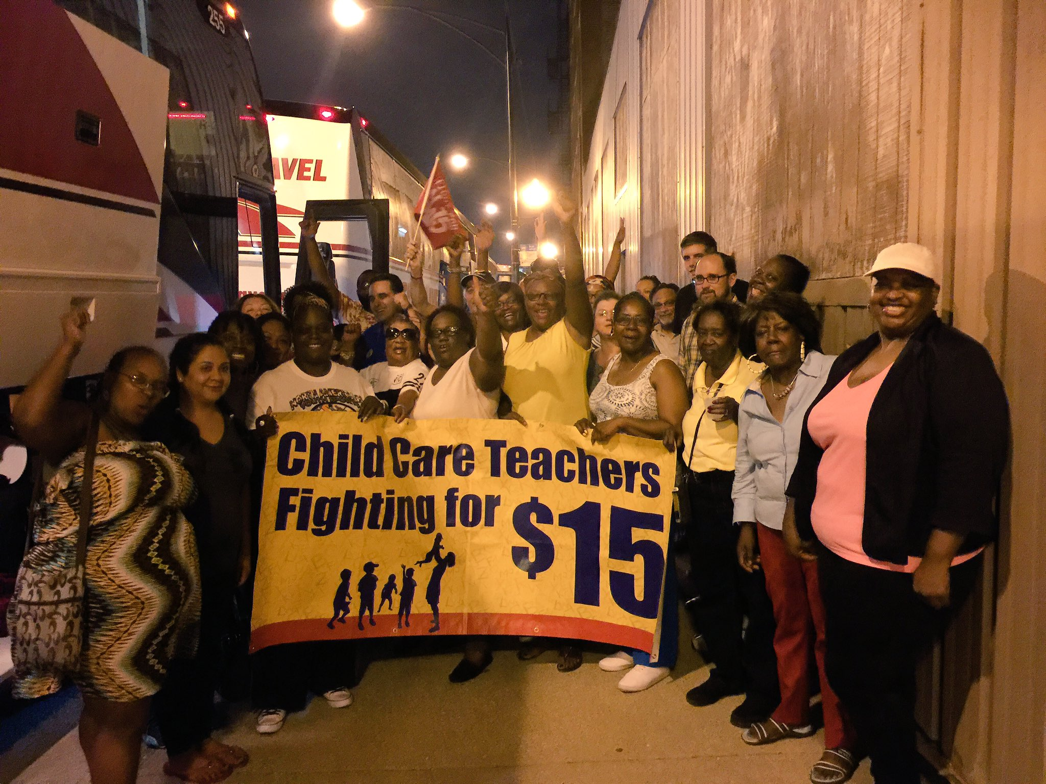 Chicago --> Richmond. Child care workers on the move and fired up for the #FightFor15 convention. https://t.co/Ze3ksaoCCY