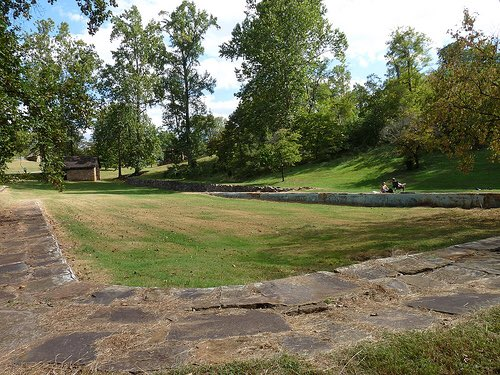 The city of Lynchburg VA drained 3 pools in 1961 and filled them with dirt rather than allow black ppl to swim https://t.co/1b8cUUOPTN