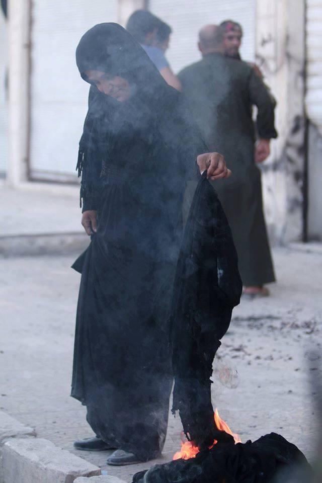 حال مدينة أدلب في ظل من يحكمها من الفصائل السورية CprjigmWcAAZSgN