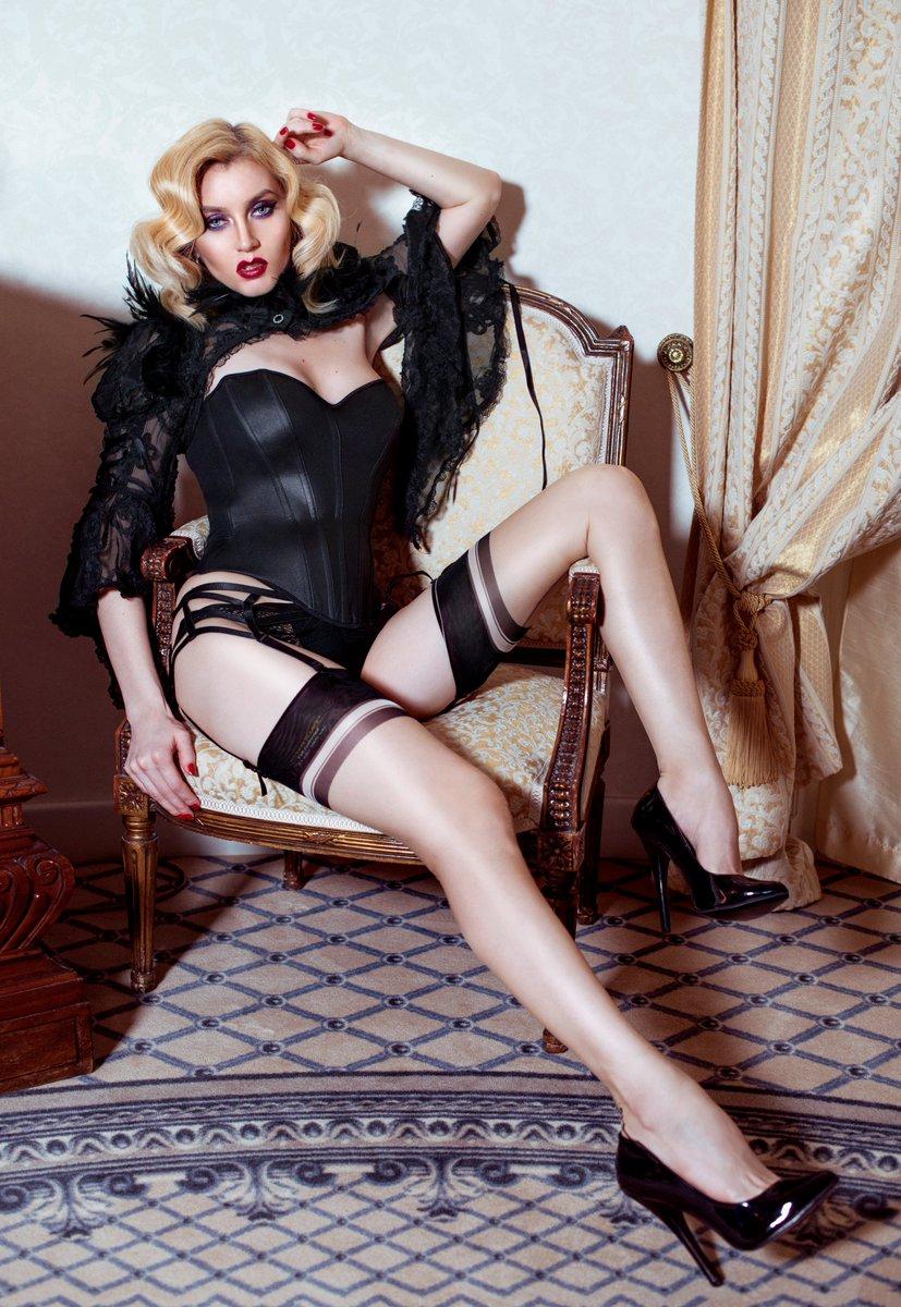 Goddess Celine On Twitter Fridayfantasy Whats Your Fantasy Femdom Sexhibitionuk Jasmindotcom Jpromotez Https T Co Q6pzmktfcb