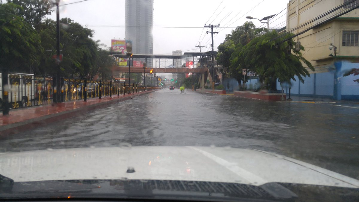 Marikina River is in critical level; residents forced to evacuate