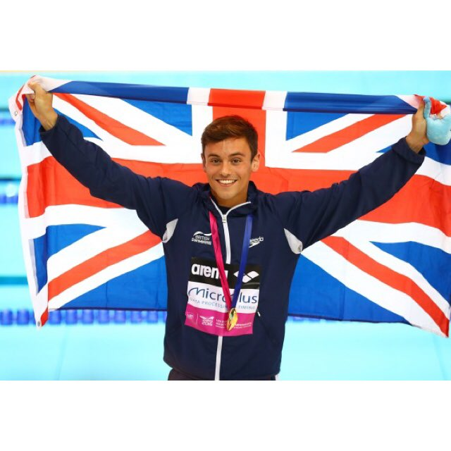 Why you Mans of UK are cool and beautifully? Happy and partners. #TomDaley  #飛び込み王子  #銅メダル #おめでとう<br>http://pic.twitter.com/8KoFgzIBXT