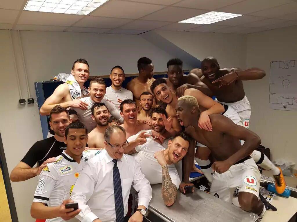 Profitez et faites nous revivre ces moments là !! Bonne saison la #TeamSCO #Plaisir #LaDalleAngevine #Ligue1 https://t.co/xtcCJls3nF