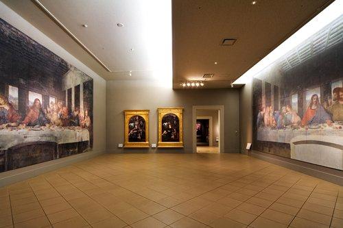 '@OtsukaMuseum: 8/13は左利きの日。レオナルド・ダ・ヴィンチも左利きだったと言われます。当館では彼の代表作「最後の晩餐」の修復前後が原寸大で比較できます #大塚国際美術館 '  昨日は左利きの日だったんだ