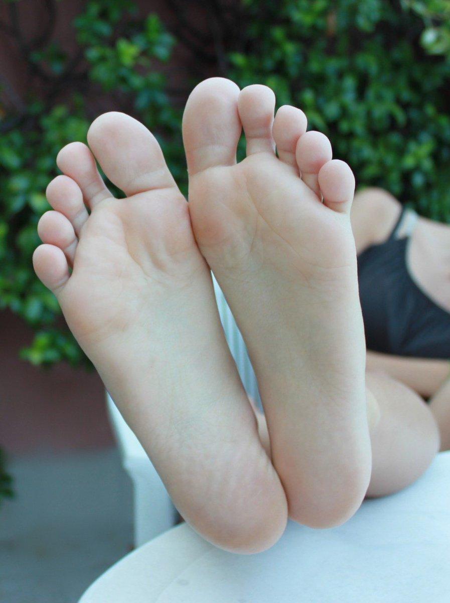 nogi-oblizivat
