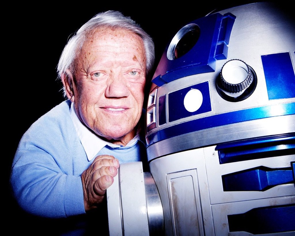 RIP Kenny Baker, the wee man with a big heart & will forever be our favourite astromech droid R2-D2. Beep Boop Beep. https://t.co/6zZmiVyeZt