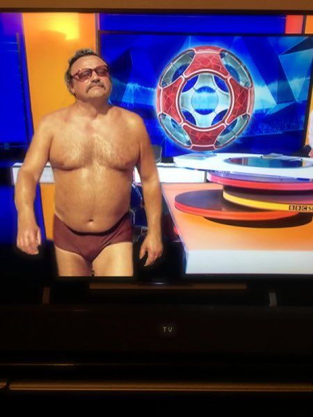 Well done Gary Lineker for actually presenting Match of The Day in his pants. #MOTD  (ta @TheRossOwenShow) https://t.co/shl7jwf1ww