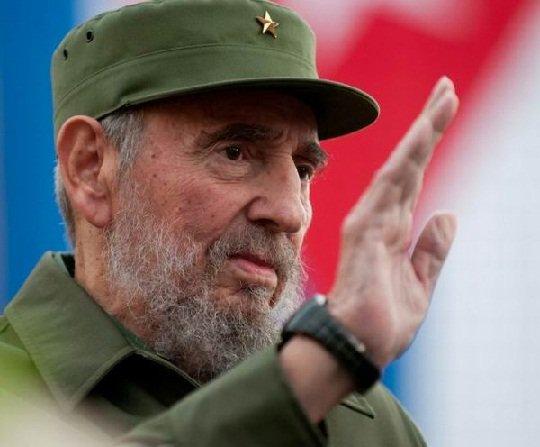 Ovacionado Fidel en teatro Karl Marx de la capital cubana