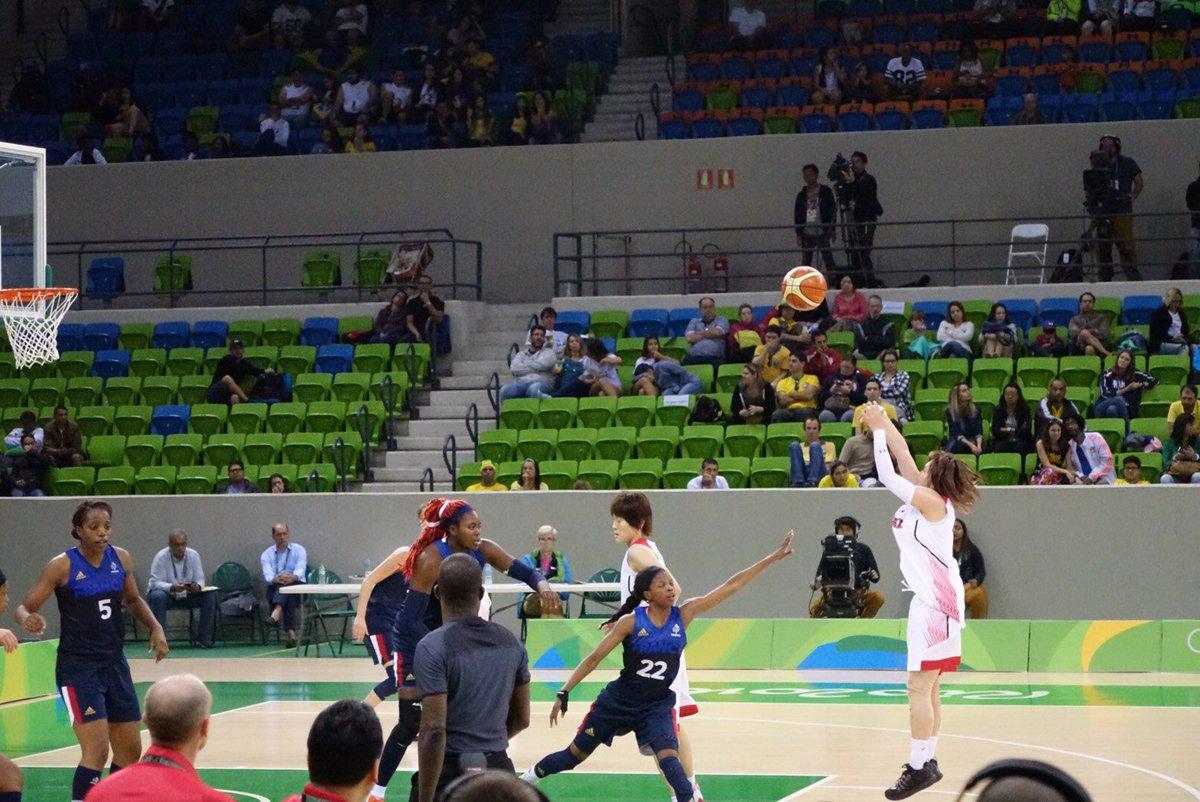 代表:【結果速報】#Rio2016 #basketball 予選A・第5戦  ■試合終了 #JPN ○ 79-71 ● #FRA  #AkatsukiFive 世界4位のフランスを破るも、得失点差でA4位で準々決勝へ。 https://t.co/GTPQeuxQPR