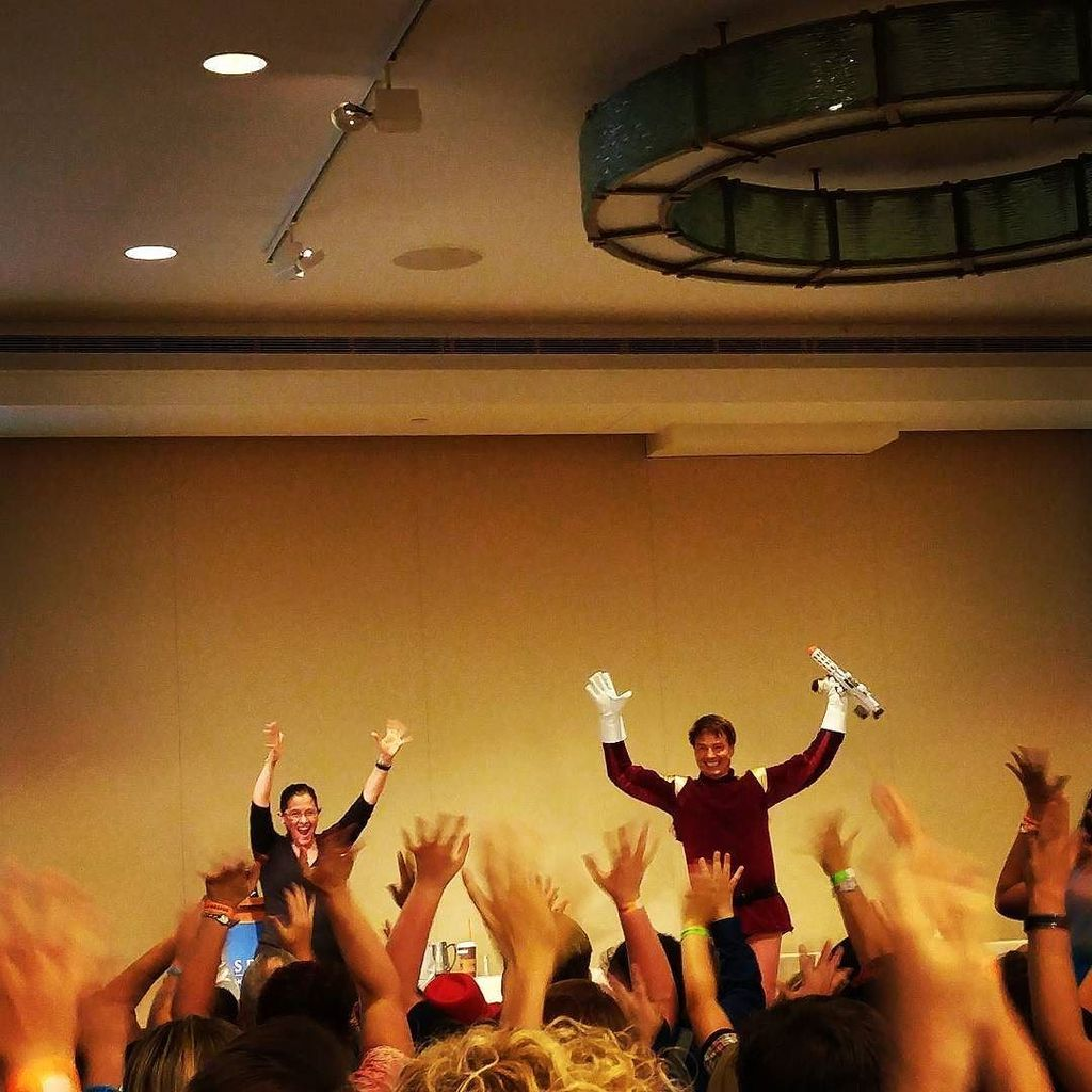 John Barrowman is the absolute best panel at every con I've been to. @team_Barrowman  #bos… https://t.co/8D2L7dqaTa https://t.co/Bapa9S0WLg