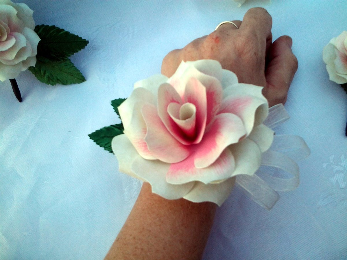 Pincorsage Hashtag On Twitter