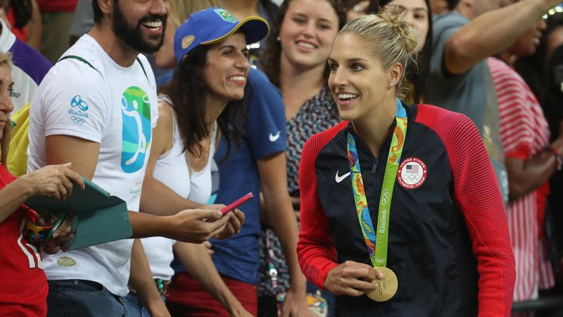 Elena Delle Donne scores 18, leads Sky over Wings 92-85