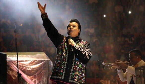Adios Sr @soyjuangabriel gracias x la música, las historias y por el escenario #JuanGabriel #México QEPD https://t.co/8h1pk7ZcBr