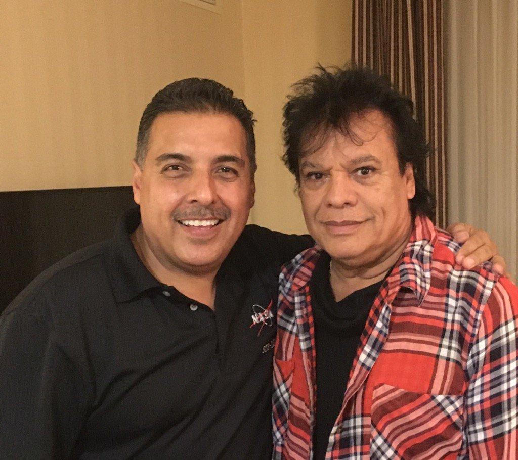 Hoy perdimos un gran compositor, cantante, y amigo. Gracias #JuanGabriel por poner Mexico y Michoacan en alto! EPD. https://t.co/fANmW4BJqO