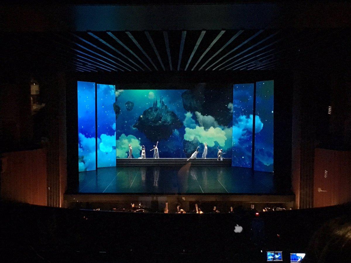 ZERO-TENの映像×バレエ。予想以上に幻想的でステキだた☆ 牧阿佐美バレエ団「飛鳥」@新国立劇場 https://t.co/ezpSicg24Z