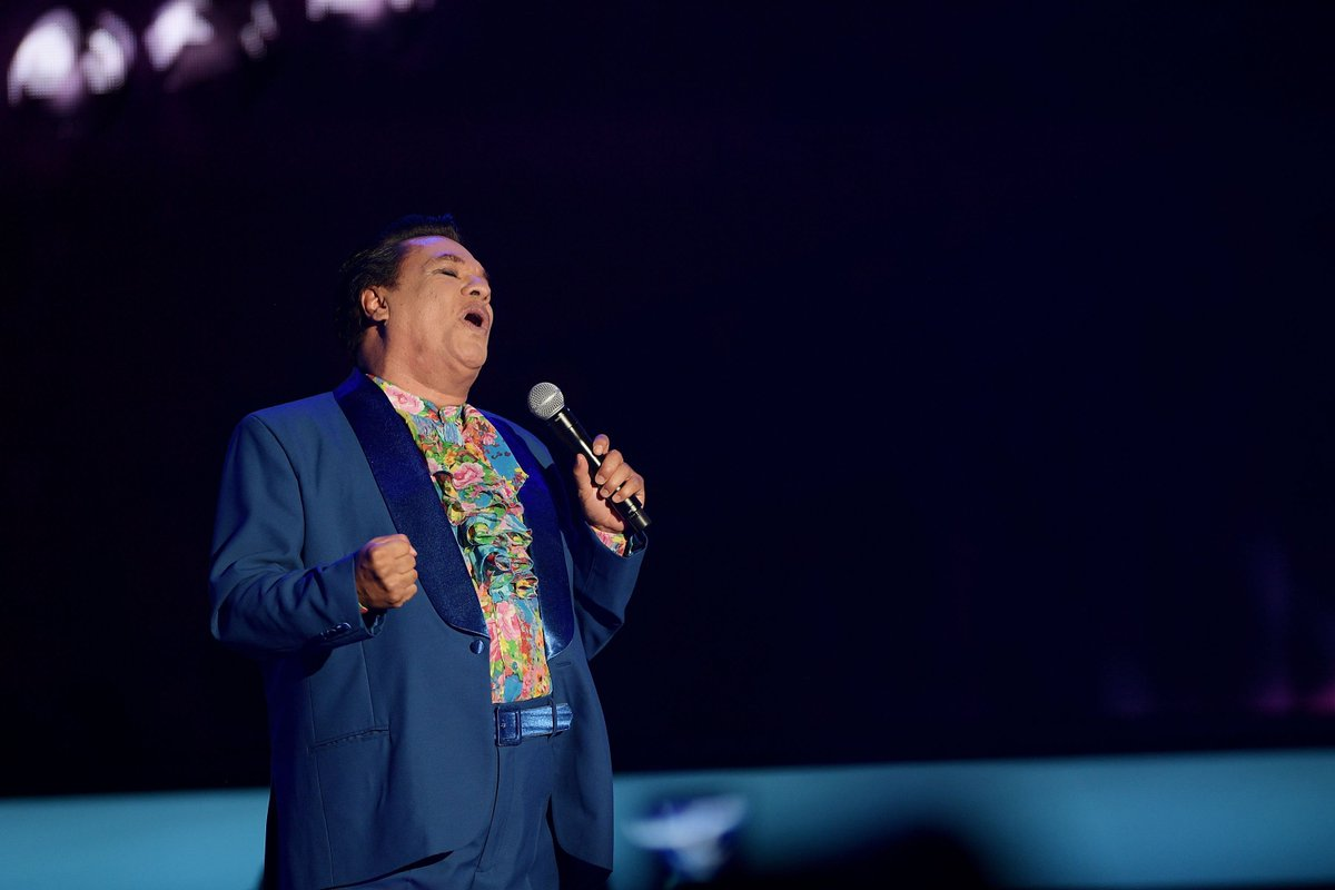 Famed Mexican singer-songwriter Juan Gabriel has died at 66, coroner confirms. cc: @BreakingNews
