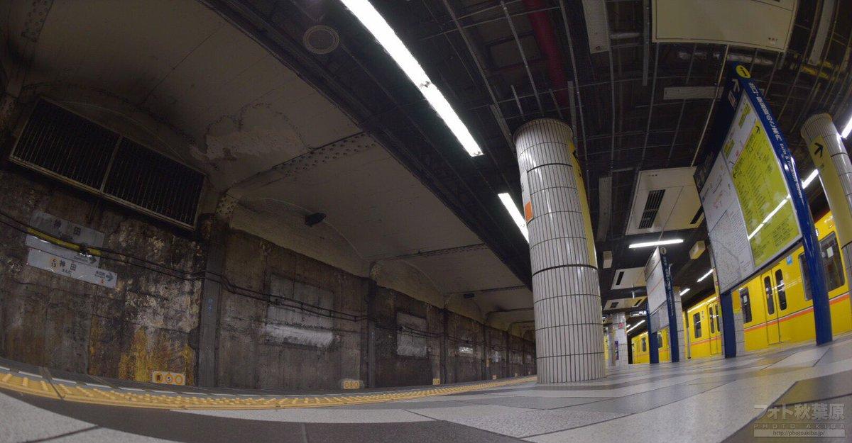 しばらく前から銀座線の神田駅が工事のため、昔の壁が露出してるとの事で撮影してきました。個人的には予想よりずっとホラーで怖かった…。 https://t.co/jRDKKmH2DB