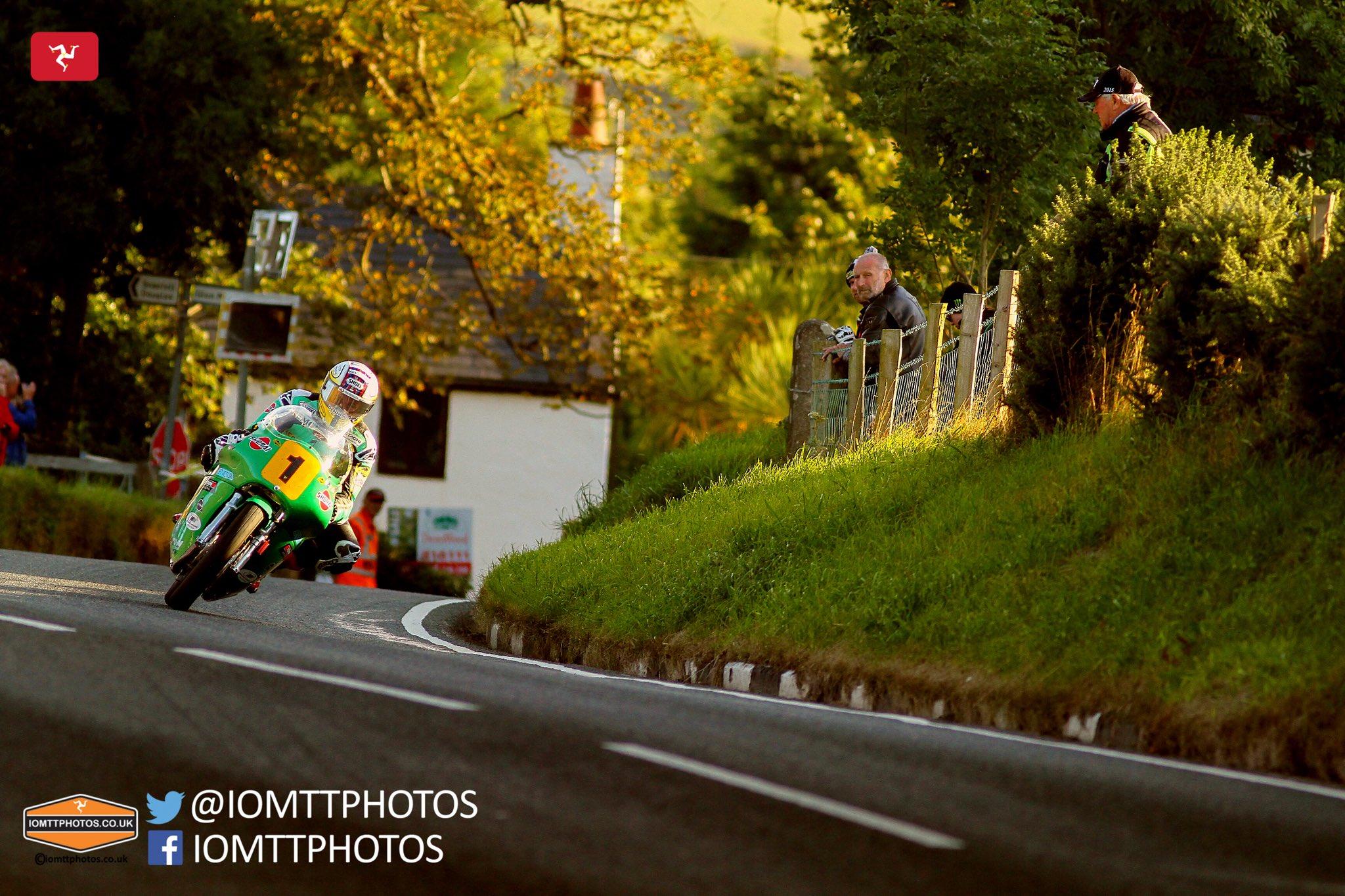 [Road Racing] CLASSIC TT ET MANX GRAND PRIX 2016 Cq0cNg0XYAEHLc8