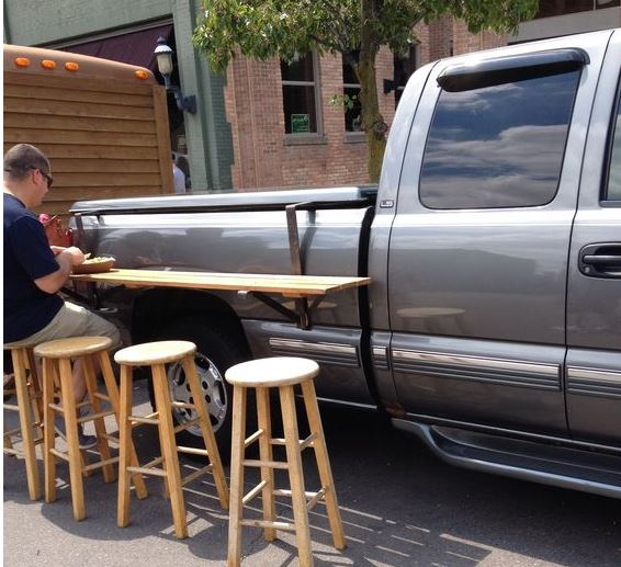 Something every #tailgate needs---more table space! This handmade one hangs from the side of a pickup. #tailgatehack https://t.co/FHJQCmwzmm