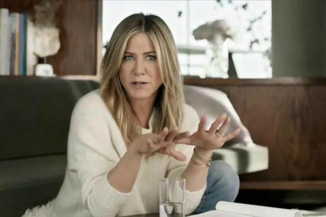 Jennifer Aniston hates dry eyes, hearts #EyeLove in new spot https://t.co/UgRd5545cN https://t.co/4iI0Vgn00f