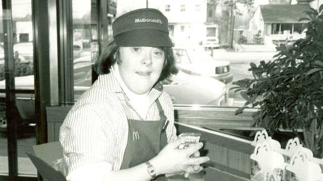 Woman with Down syndrome retiring from McDonald's after 32 years>>