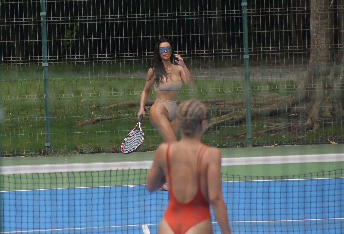 Голые теннис