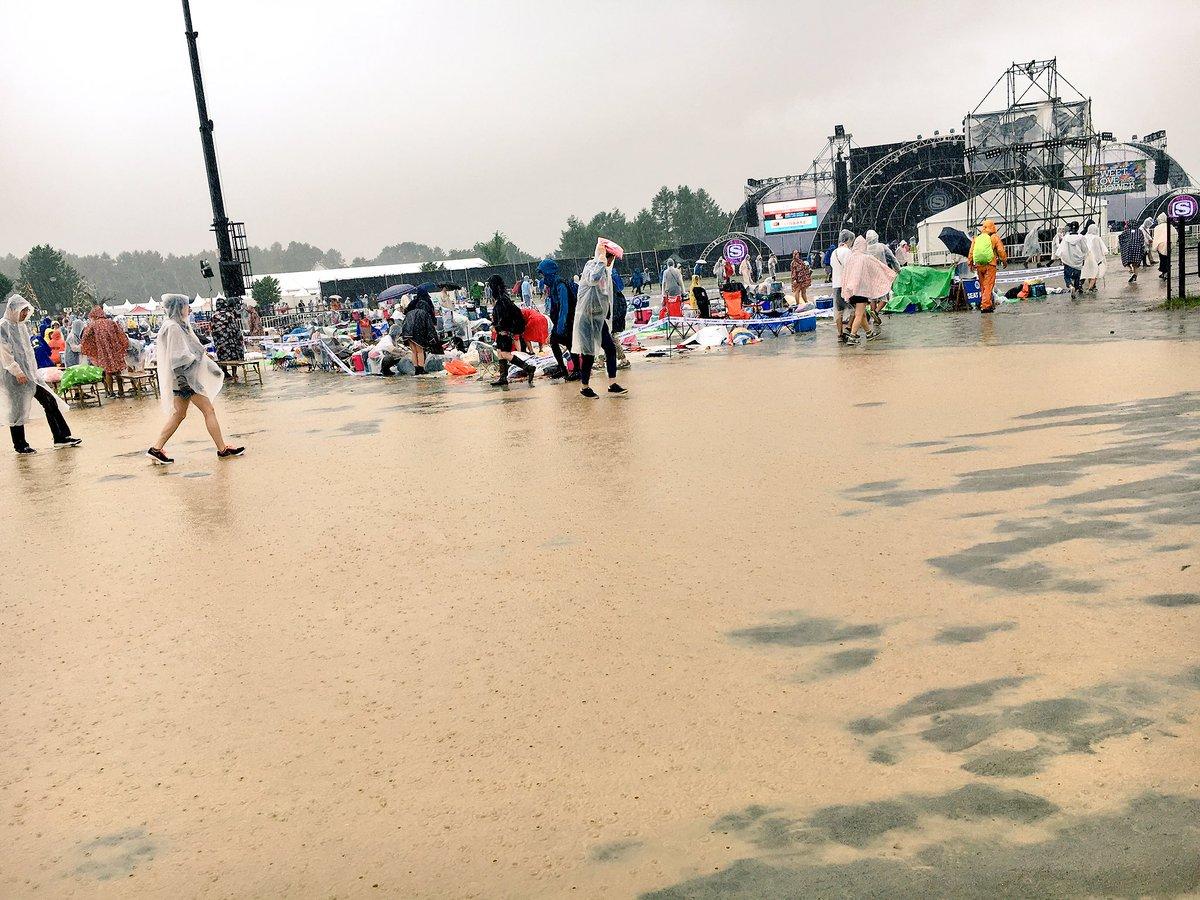 そろそろインディゴだけど、大豪雨です。あなた方雨バンドですか。  #ラブシャ #SWEETLOVESHOWER https://t.co/xqHxk7Y7Me