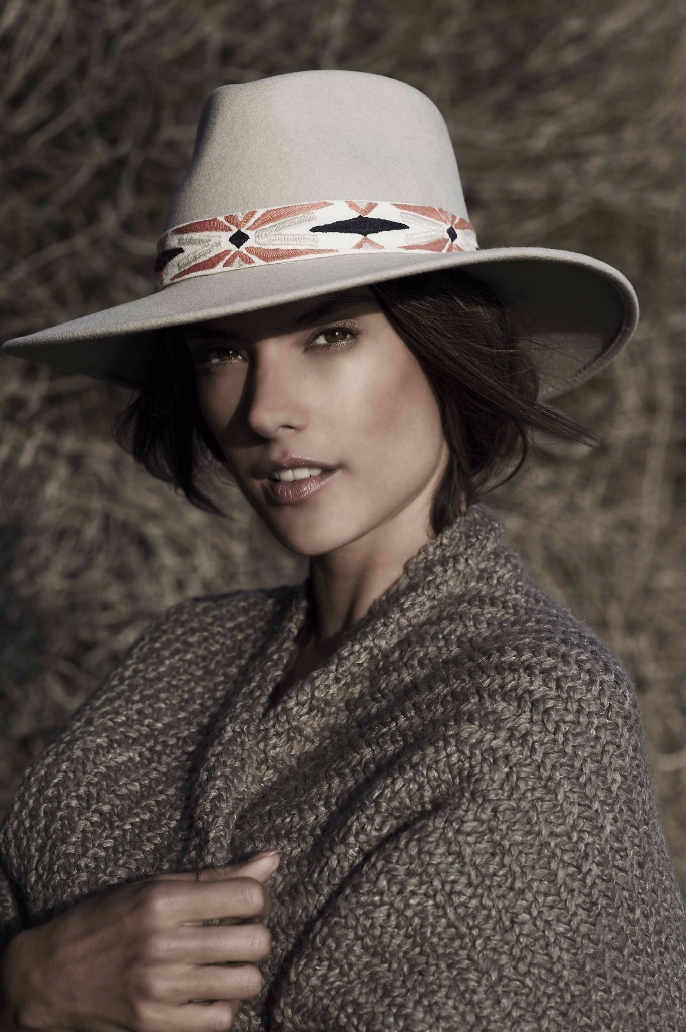 Over the moon 🌙 @alebyalessandra Luna hat now at @freepeople! https://t.co/A4vfAHhwW2 https://t.co/tXfQqvcC2L