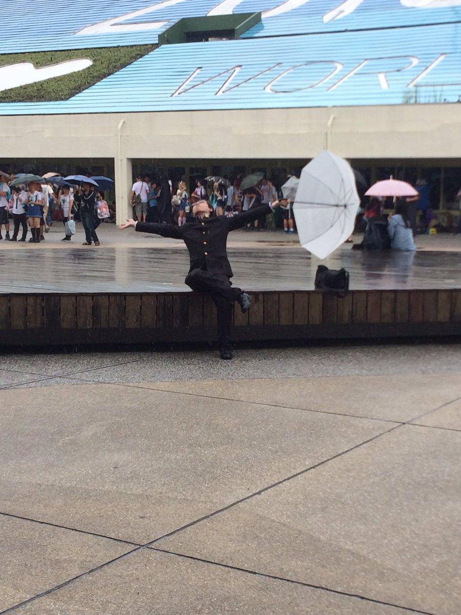 台湾FFどしゃぶりでみんな避難→坂本さんが雨を歓迎→みんなテンション上がって撮影→大歓声とともにずぶ濡れコスプレ撮影会 坂本さんさすが…