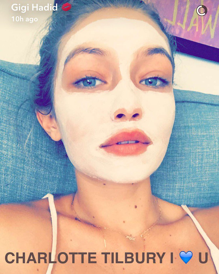 The GLOWING @gigihadid using the Goddess Skin Clay Mask for dewy, flawless, baby skin!! ✨ https://t.co/bLr3jlp5le https://t.co/Ug8JgUdyaI