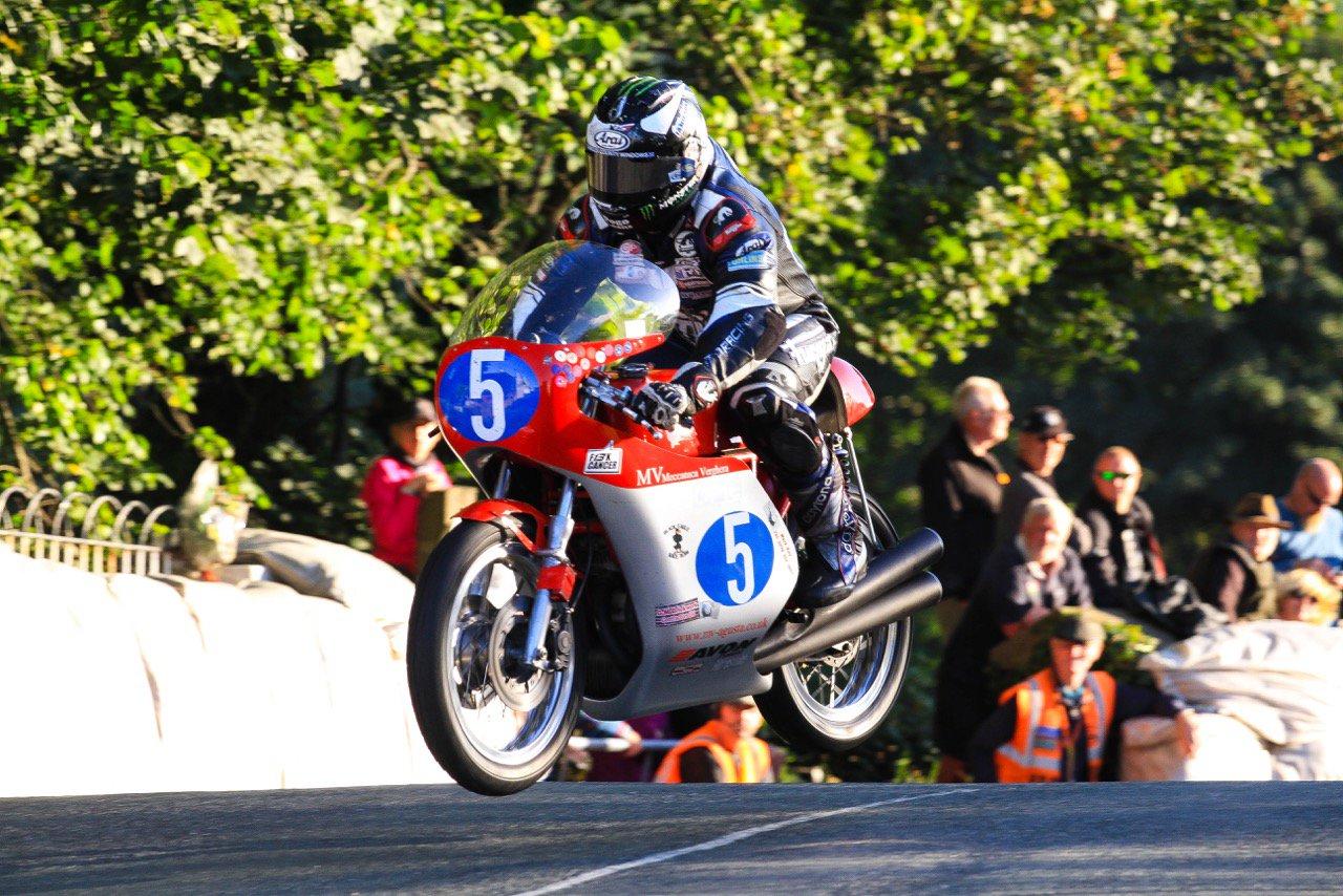 [Road Racing] CLASSIC TT ET MANX GRAND PRIX 2016 Cq2dFNNWYAA4cuW