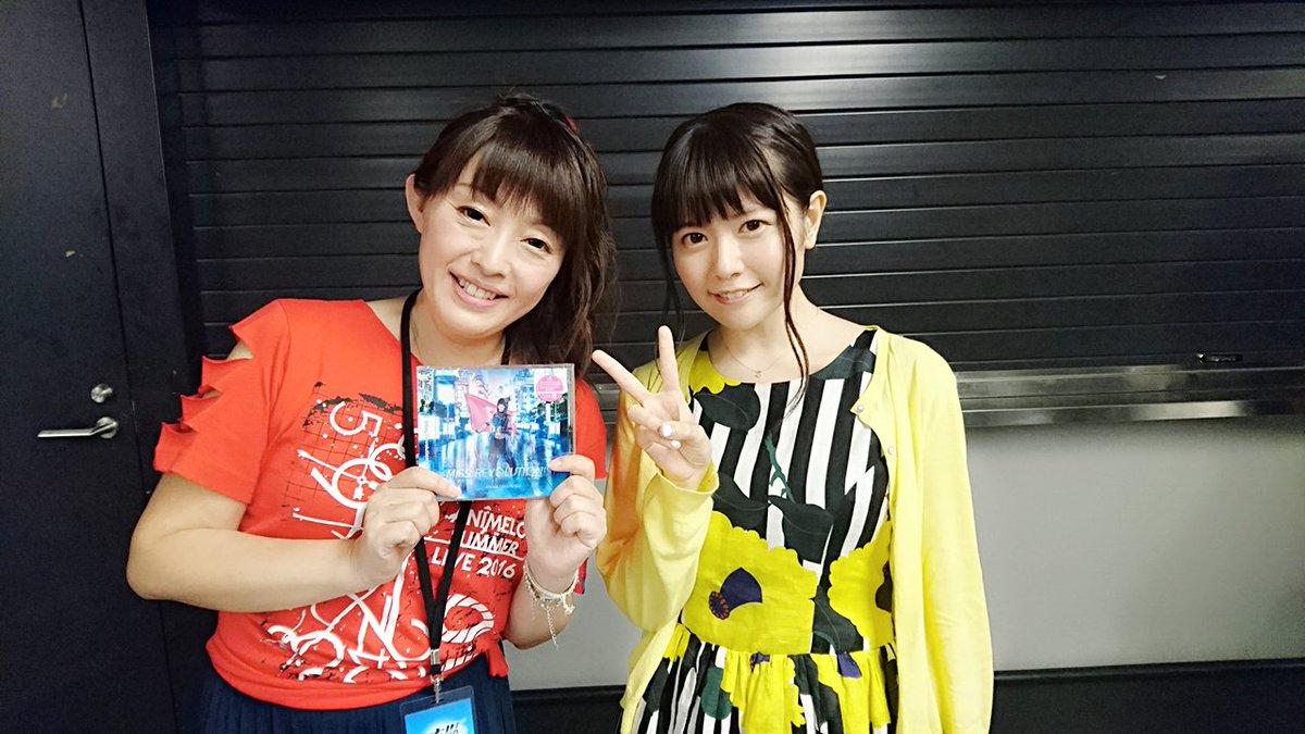 セーラームーン世代の私としては「乙女のポリシー」を歌われている石田燿子さんとお写真を撮らせていただけて本当に幸せです…!宝物が増えました!しかもミスレボのCDも受け取ってくださりました…お優しい。。。明日も頑張れる!!! pic.twitter.com/KW0qZuzRPh