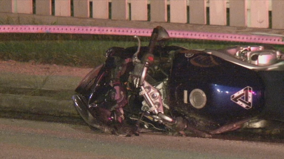 Motorcyclist dies after colliding with car in Pasadena -> KHOU