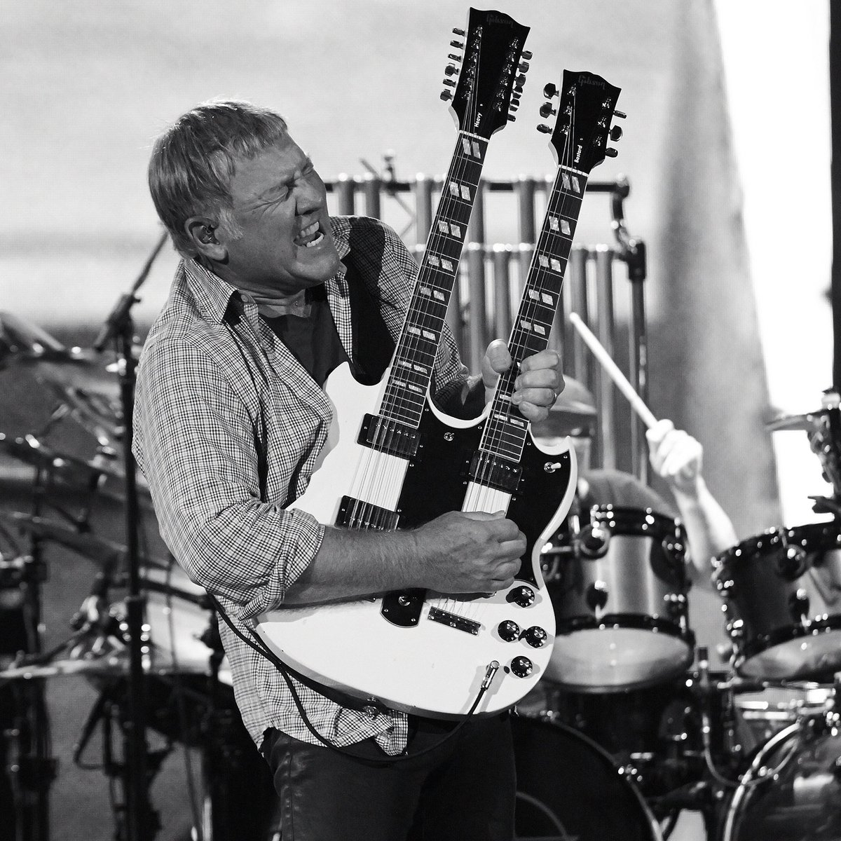 Happy Birthday to the one and only #AlexLifeson ! https://t.co/gdpI9lcEBx