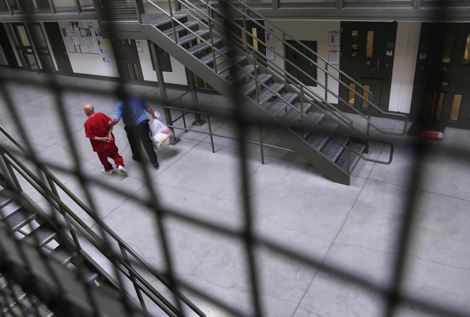 Editorial: Obama's break with private prisons doesn't go far enough